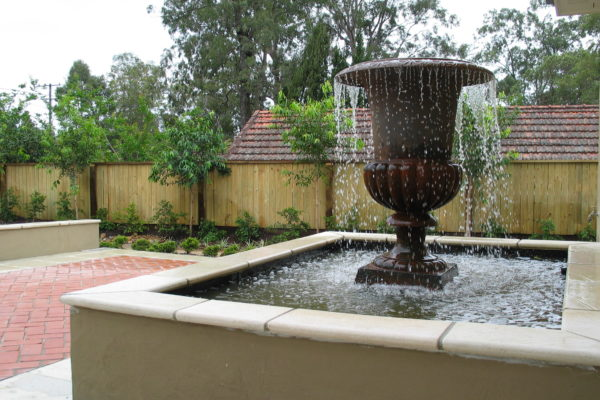 tom-robinson-living-landscapes-noosa-brisbane-water-feature-entrance-paving