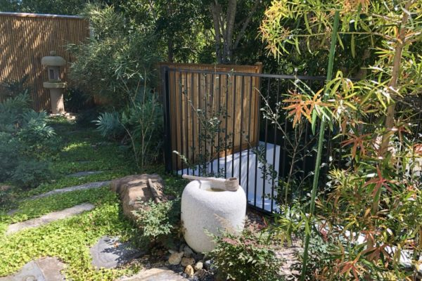 tom-robinson-living-landscapes-noosa-feature-bench-relax-1