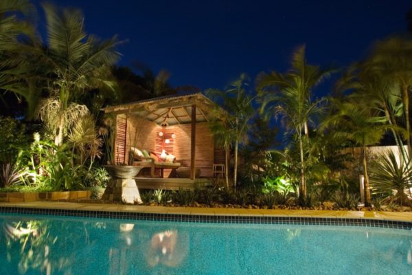 tom-robinson-living-landscapes-noosa-pavilion-outdoor-living-lighting