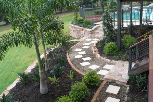 tom-robinson-living-landscapes-noosa-paving-stonework-pathway-1