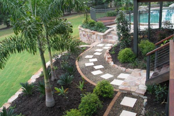 tom-robinson-living-landscapes-noosa-paving-stonework-pathway-1
