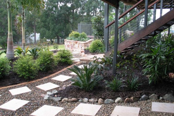 tom-robinson-living-landscapes-noosa-paving-stonework-pathway-2