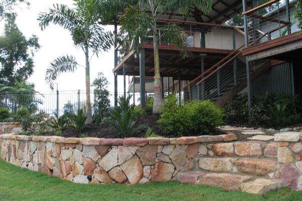 tom-robinson-living-landscapes-noosa-retaining-wall-stonework-43