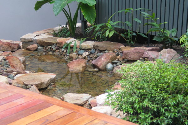 tom-robinson-living-landscapes-noosa-rock-stonework-water-feature-12.2