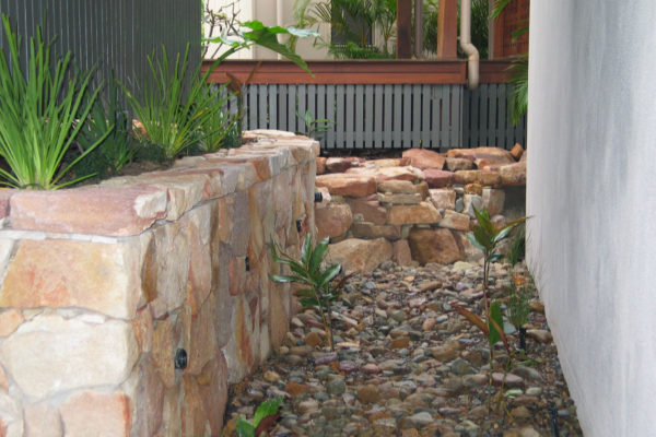 tom-robinson-living-landscapes-noosa-rock-stonework-water-feature26