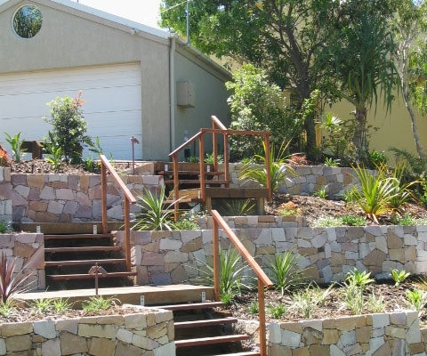 tom-robinson-living-landscapes-noosa-ross-crescent-stone-retaining-wall-after-1