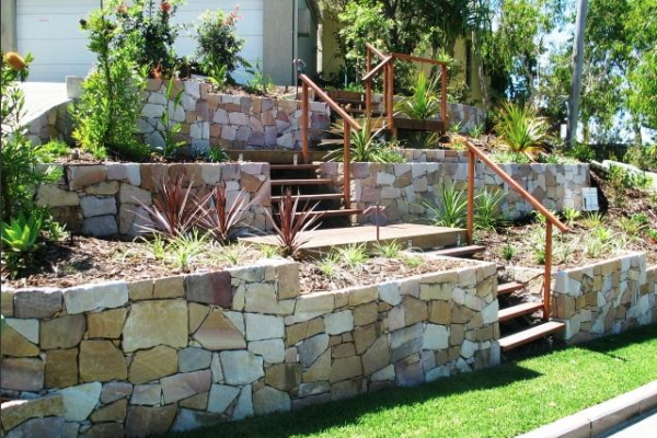 tom-robinson-living-landscapes-noosa-ross-crescent-stone-retaining-wall-after-4