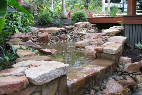 tom-robinson-living-landscapes-noosa-sandstone-stonework-water-feature-13