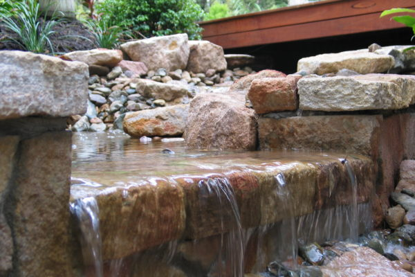 tom-robinson-living-landscapes-noosa-sandstone-stonework-water-feature-15