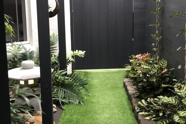 tom-robinson-living-landscapes-noosa-sidewalk-synthetic-turf