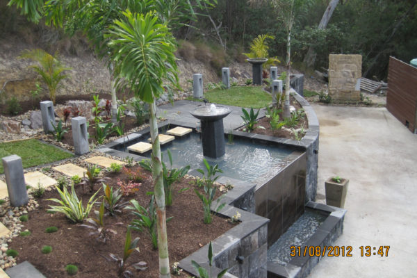 tom-robinson-living-landscapes-noosa-tiled-waterfall